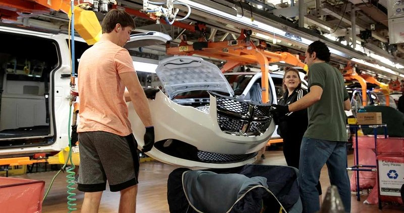FCA to drop shift at Ontario minivan plant